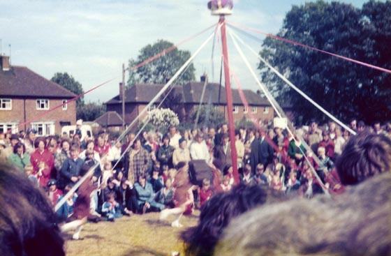 http://farnsfieldlhs.co.uk/wp-content/gallery/organisations/may-pole-on-may-day.jpg