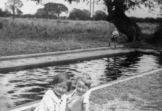 Raymond Johnson and cousin by the paddling pool